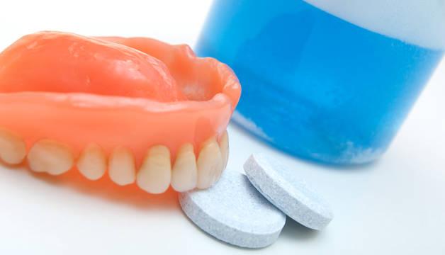 Таблетки для чистки съемных зубных протезов